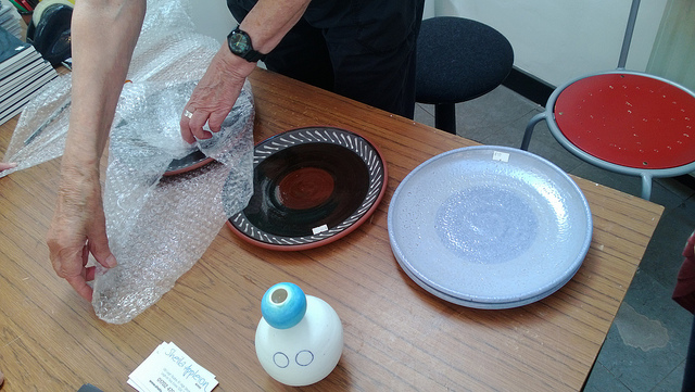 Wrapping plates in bubble-wrap